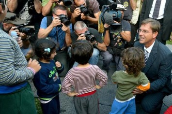 Miro Cerar na sprejemu otrok ilegalnih migrantov